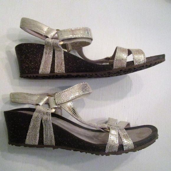 2ddc49fe209d Teva shoes gold ventura wedge sandal poshmark jpeg 580x580 Teva wedge  sandals gold
